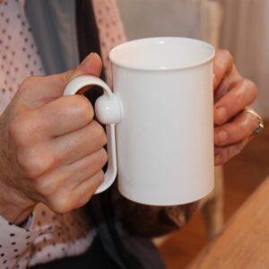 Hand steady cup